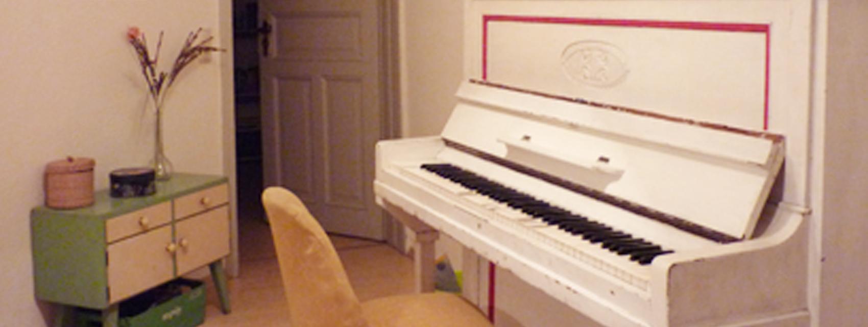 kleiner Raum mit Piano
